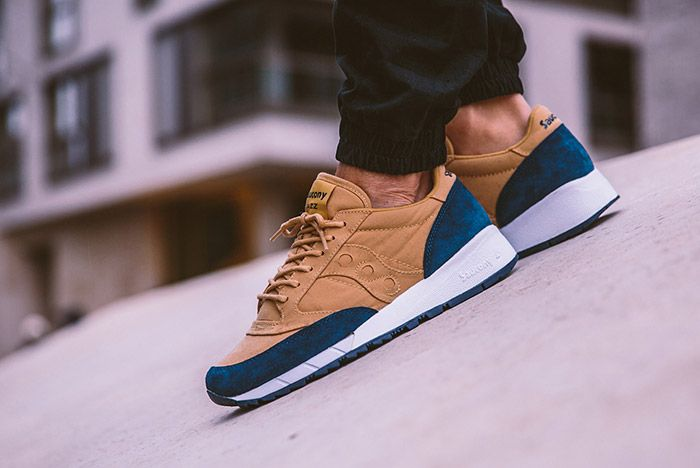 Saucony Jazz 91 Beige Dark Blue On Feet 2