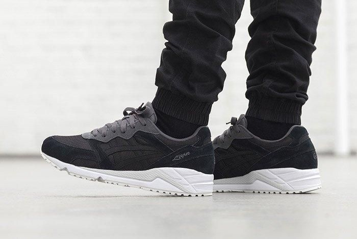 Asics Gel Lique Black On Feet 4