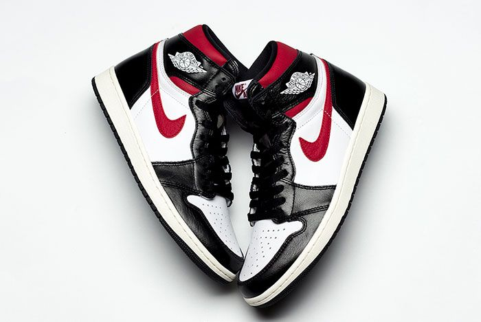Air Jordan 1 Gym Red Up Close 1