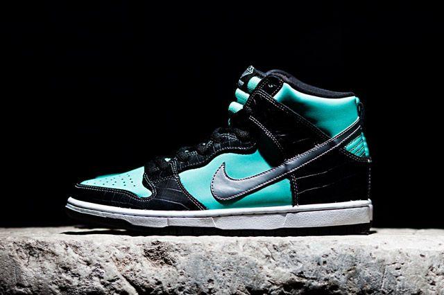 Diamond Supply Co X Nike Sb Dunk High Tiffany Sideview