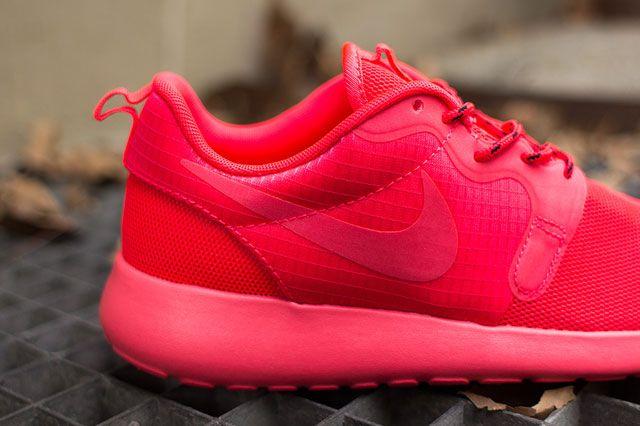 Nike Wmns Roshe Hyp Laser Crimson Closeup