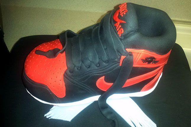 Sneaker Freaker Sneaker Cakes Air Jordan 1 Banned 02 1