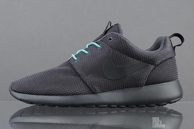 Nike Roshe Run 2Faced Black Profile 1