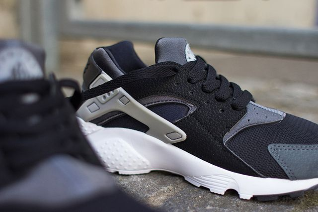 Nike Air Huarache Junior Black Wolf Grey 2