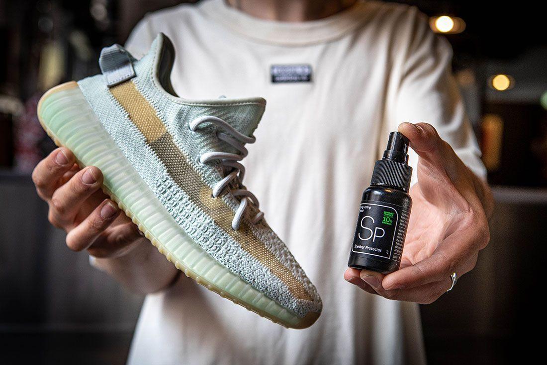 Sneaker Lab Sneaker Protector Yeezy Hand