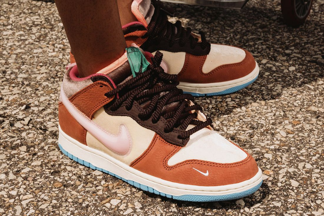 social status dunk mid free lunch launch