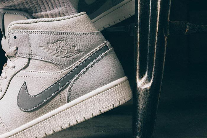 Air Jordan 1 Mid Light Bone Grey Fog 5
