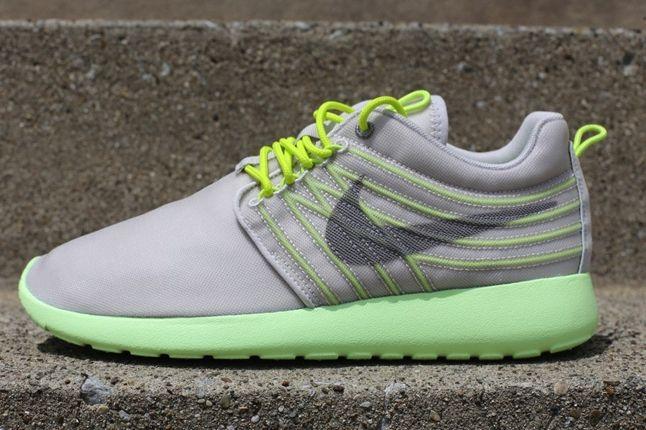 Nike Roshe Run Barely Volt Profile 1