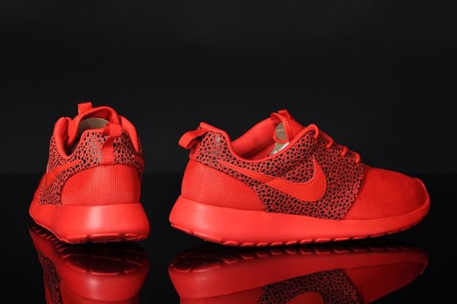 Nike Roshrerun Challenegered Safari Heel Profile 1