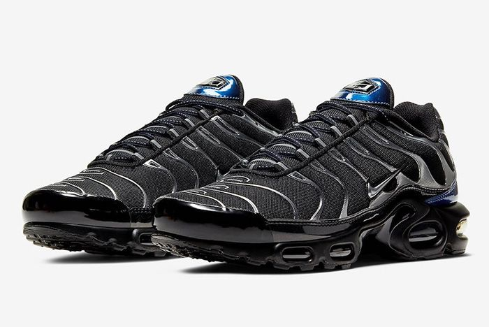 Nike Air Max Plus Black Metallic Silver Cw2646 001 Front Angle
