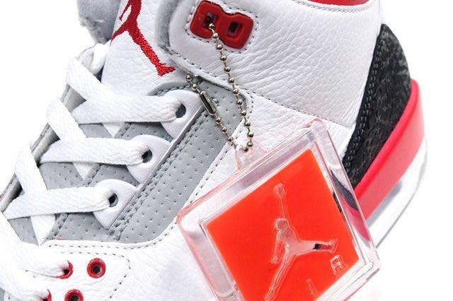 Air Jordan 3 Fire Red Midfoot Detail