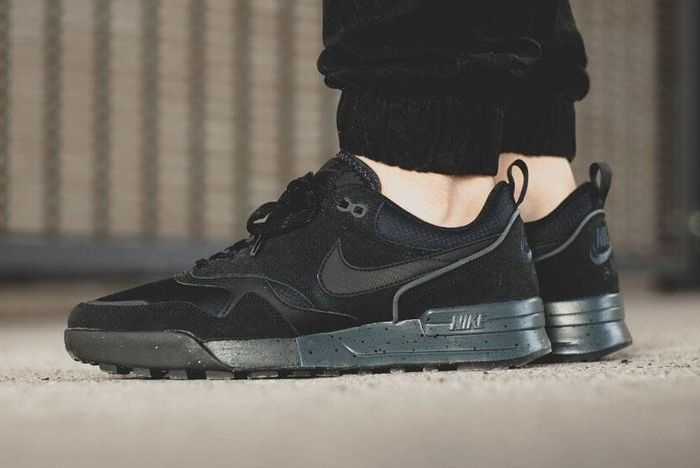 Nike Odyssey Black 7