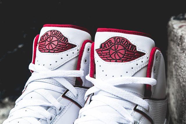 Air Jordan 2 Retro Red White Bump 4