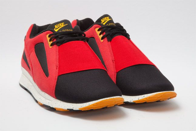 Nike Air Current Red Quarter 1