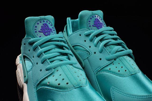Nike Hua Wmns Lt Retro Bumperoo 3