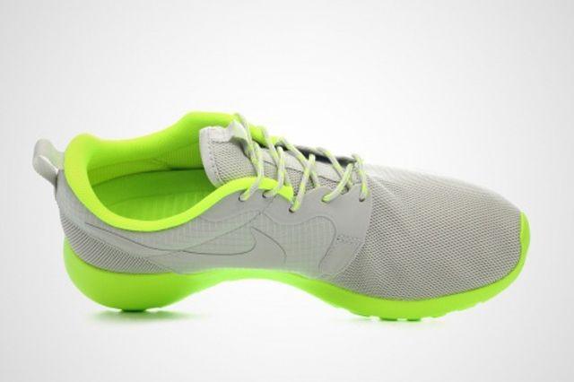 Nike Wmns Roshe Run Volt 2