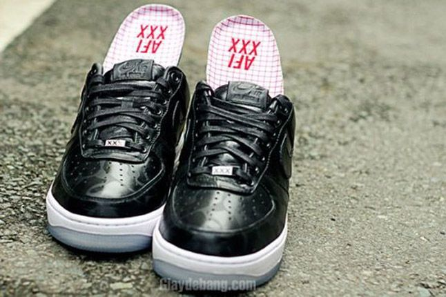 Nike Air Force One 1 Supreme Black Camo Heels Pair Front 1