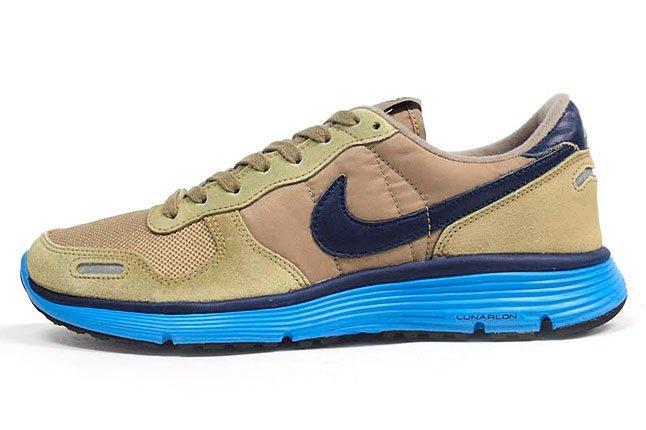 Nike Vortex Sneaker 1