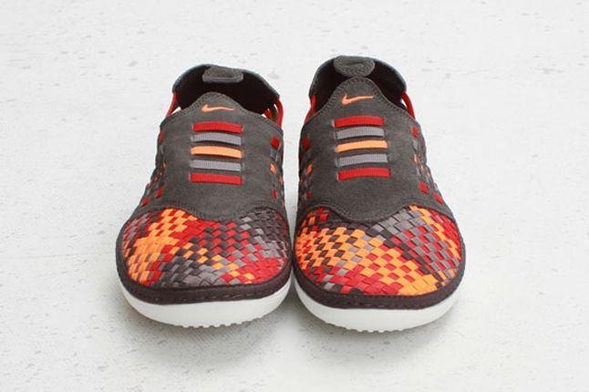 Nike Solarsoft Rache Woven Premium Fog Toe Profile 1