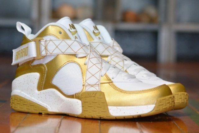 Nike Air Raid Gold Bump Thumb
