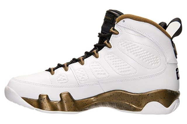 Air Jordan 9 Statue6