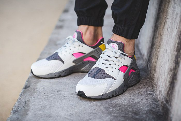 Nike Air Huarache Run Se Pure Platinum Pink Blast 1