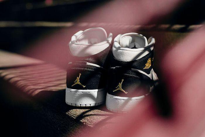 Air Jordan 1 Mid Bg Light Bone Metallic Gold6
