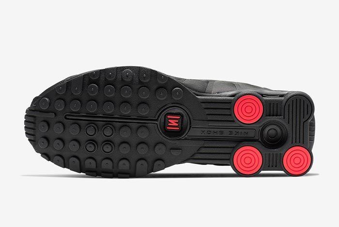 Nike Shox R4 Black Orange Outsole