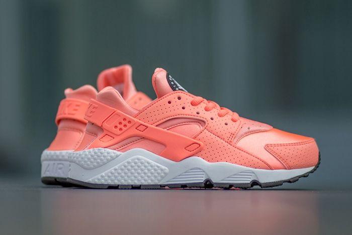Nike Air Huarache Atomic Pink 3