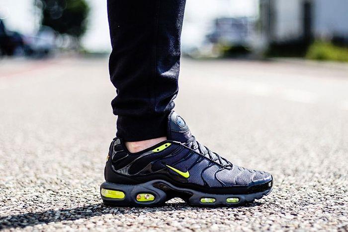 Nike Air Max Plus Black Grey Volt2