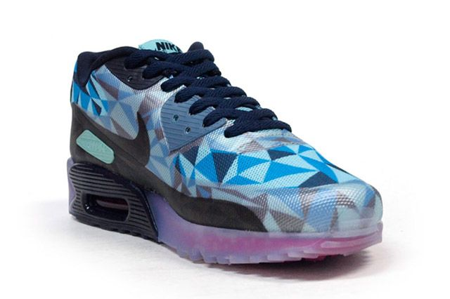 Air Max 90 Ice Blue Perspective2