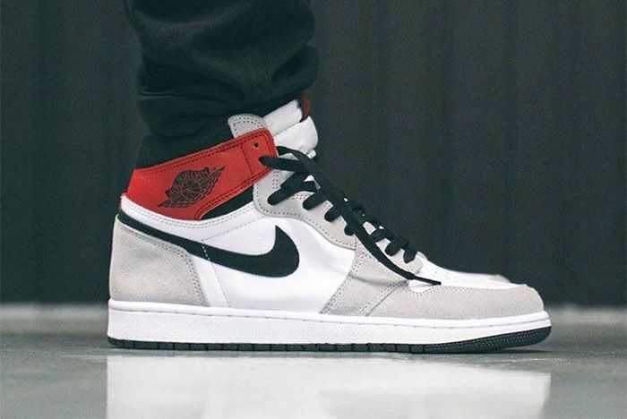 On Foot Air Jordan 1 High Og Light Smoke Grey Right 3