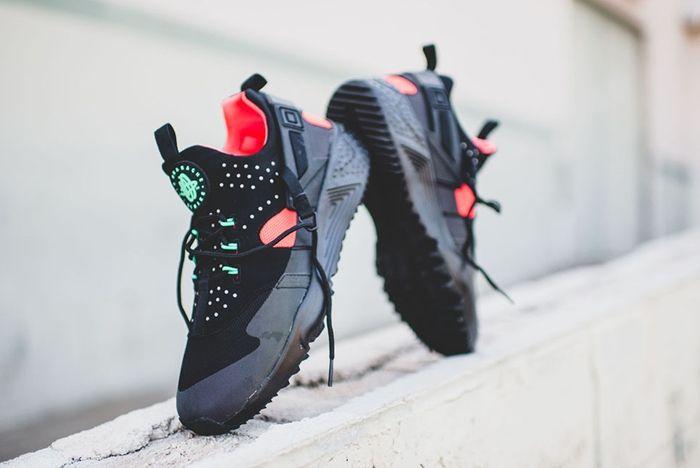 Nike Huarache Utility Black Crimson Rck Bump 3