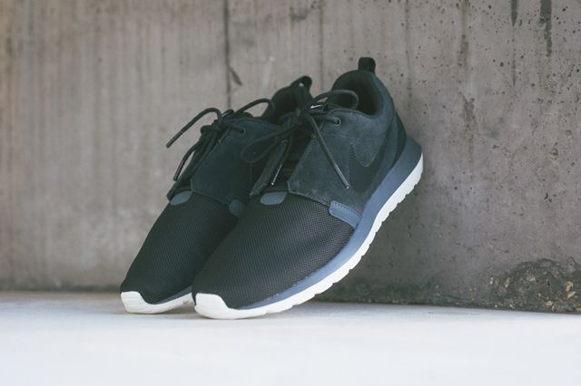 Nike Rosherun Nm Black Magnet Grey 1