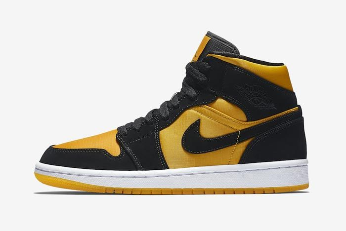 Air Jordan 1 Black University Gold Lateral
