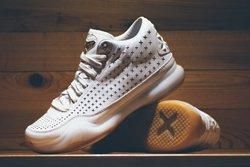 Nike Kobe 10 Ext White Gum Gold Thumb