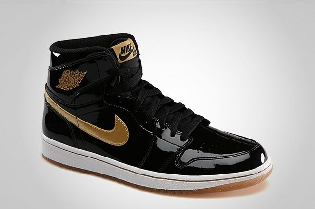 Air Jordan 1 Hi Og Black Gold Midfoot Profile 1