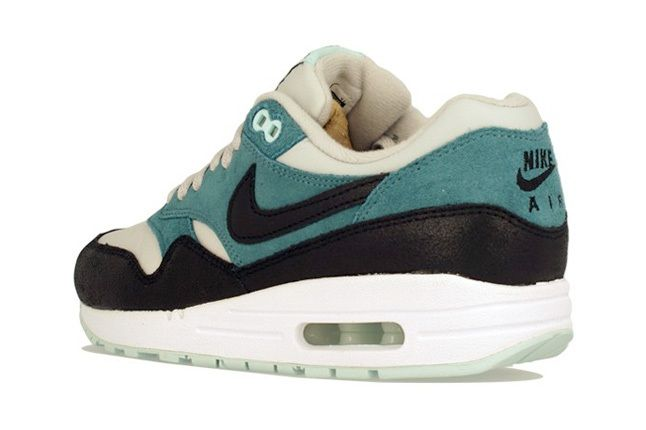 Nike Am1 Wmns Fall Overkill Delivery 15