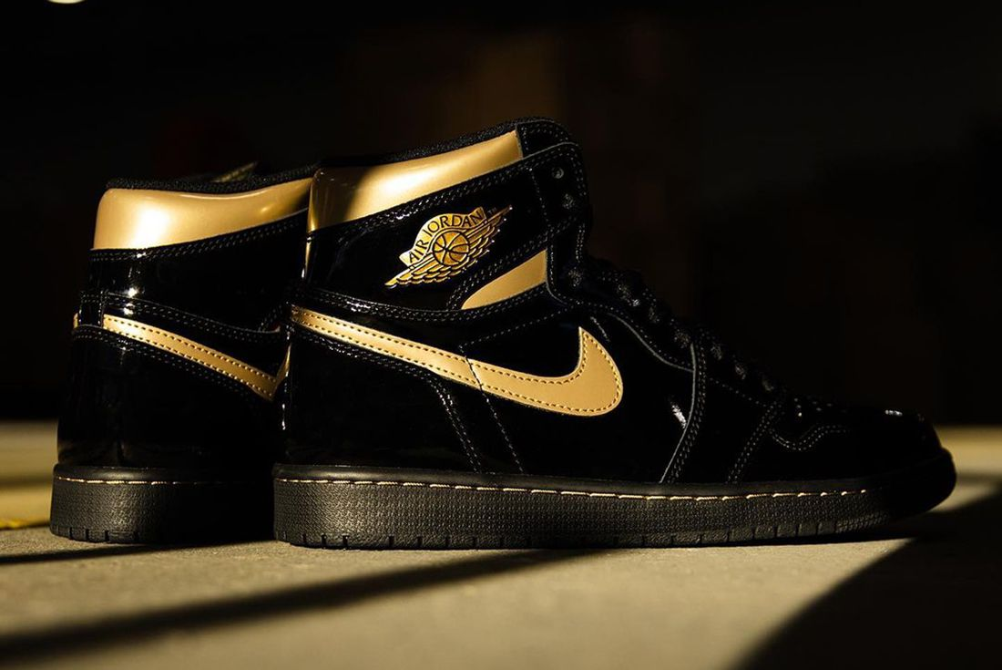 Air Jordan 1 'Black/Metallic Gold'