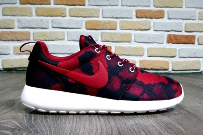 Nike Roshe Run Print Noble Red Profile