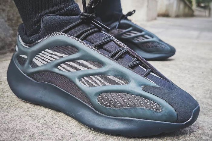 Adidas Yeezy 700 V3 Black Right