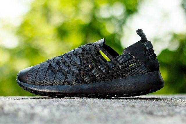 Nike Wmns Rosherun Woven Triple Black 1