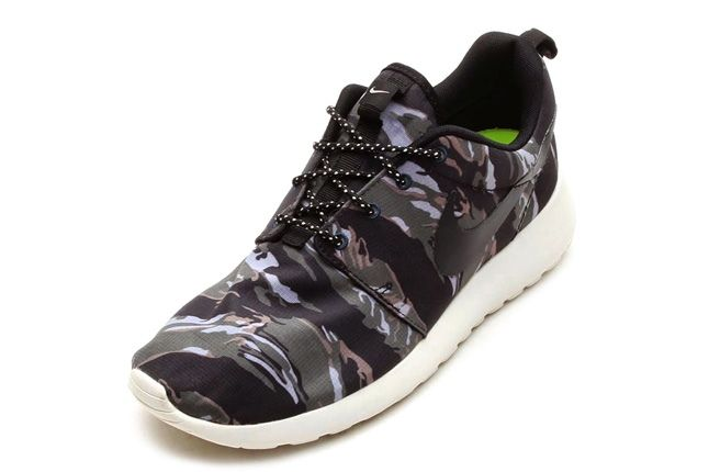 Nike Rosherun Forest Camo Brown Front Quarter 1