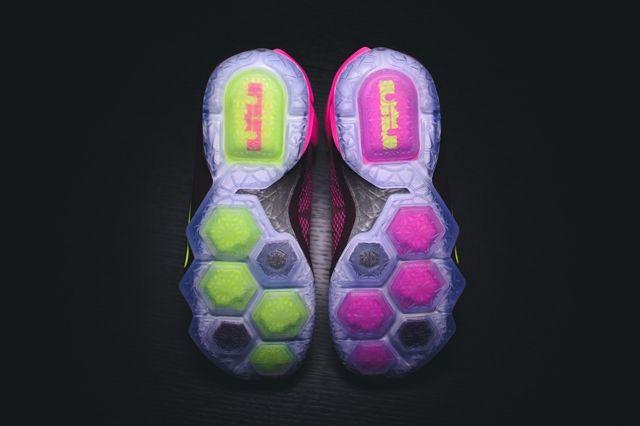 Nike Lbj12 Double Helix Bumper 1