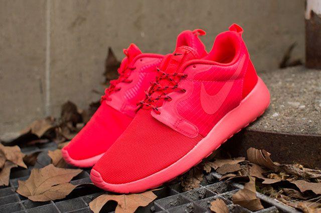 Nike Wmns Roshe Hyp Laser Crimson Perspective