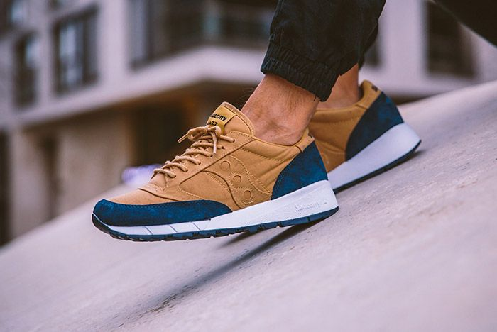 Saucony Jazz 91 Beige Dark Blue On Feet 1