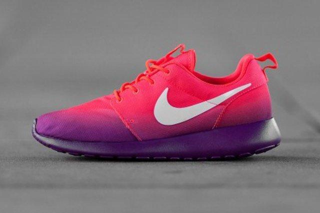 Nike Roshe Run Red Purple Profile