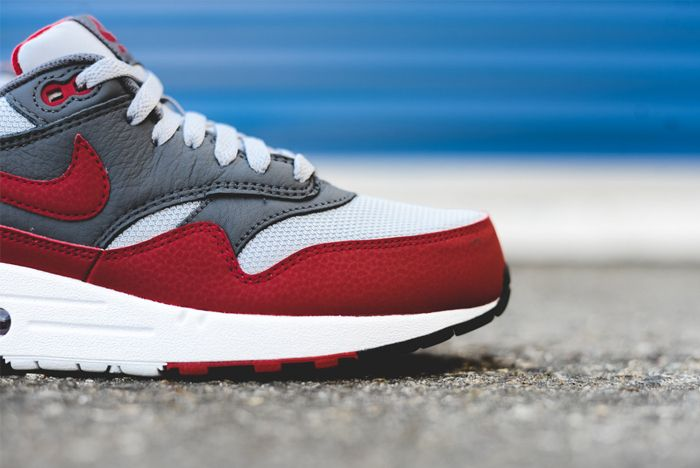 Nike Am1 Wolf Greygym Red 4