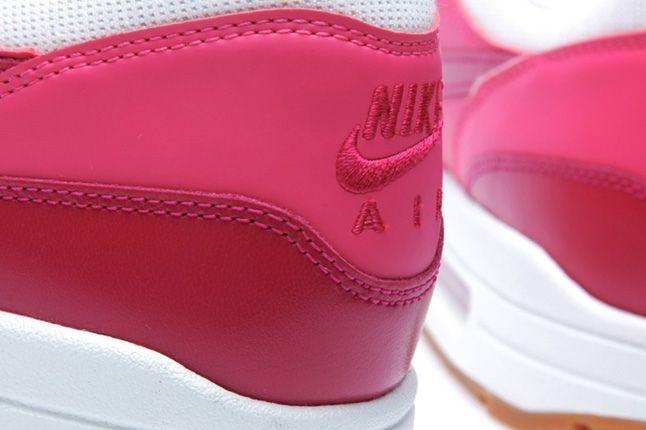 Nike Am1 Sail Sport Fuschia Heel Detail 1