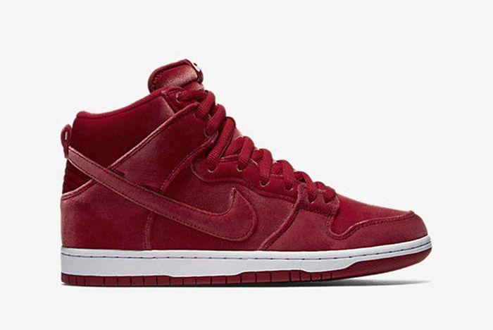 Nike Sb Dunk High Red Santa 1